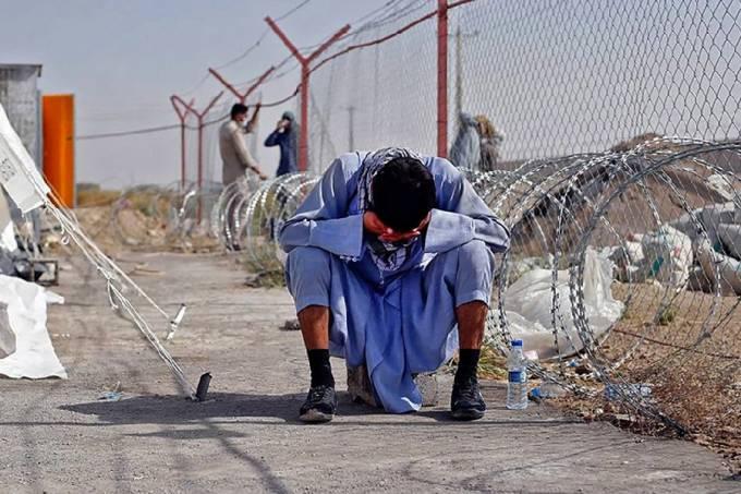 Refugiado afegão na fronteira entre Afeganistão e Irã