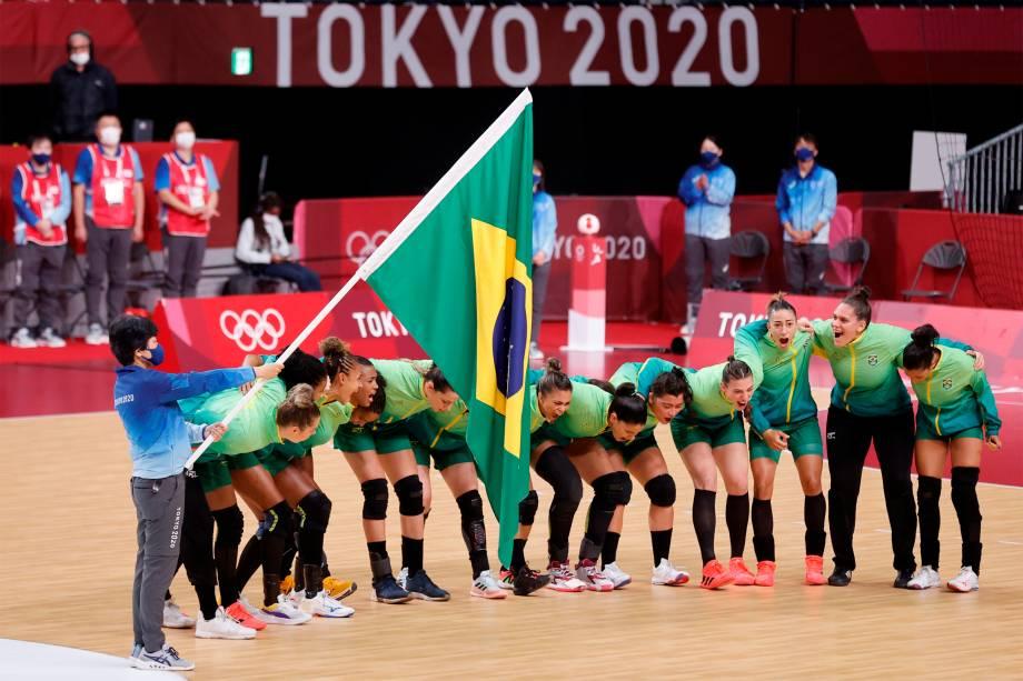 Jogadoras da seleção brasileira de handebol antes de partida contra a Espanha -