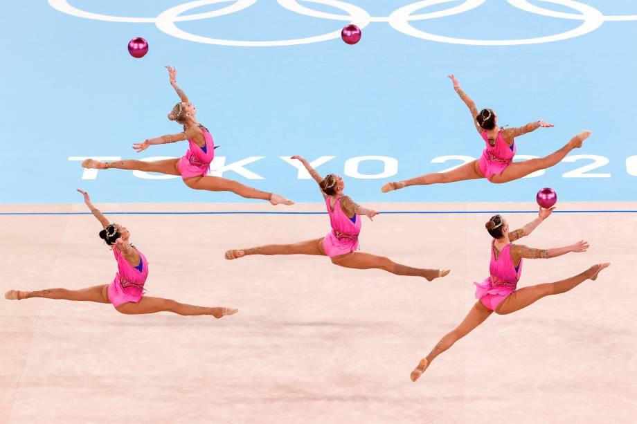 Equipe russa na disputa de ginástica rítmica em grupo  -