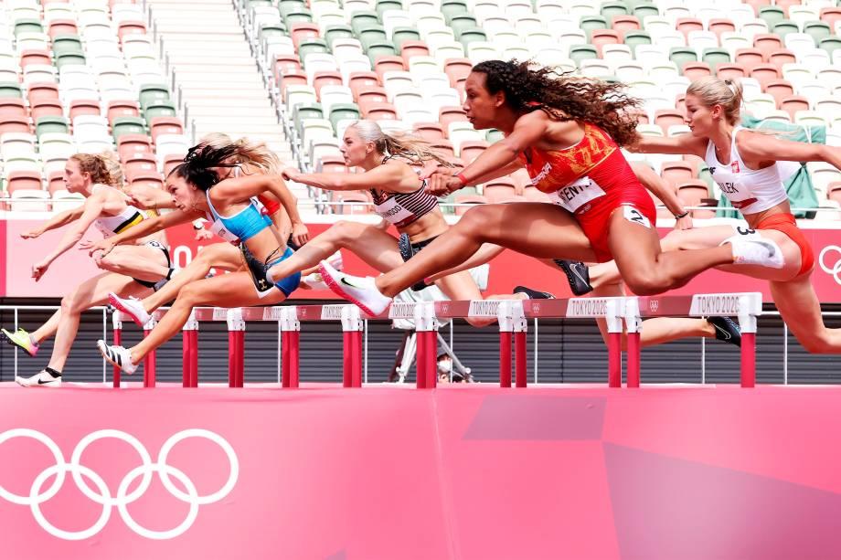 Maria Vicente, da Espanha, durante prova dos 100m com barreiras no atletismo -