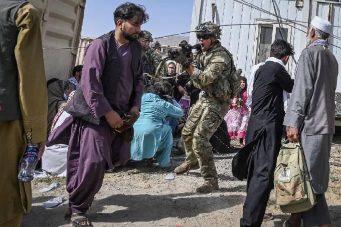Tensão no aeroporto de Cabul, no Afeganistão