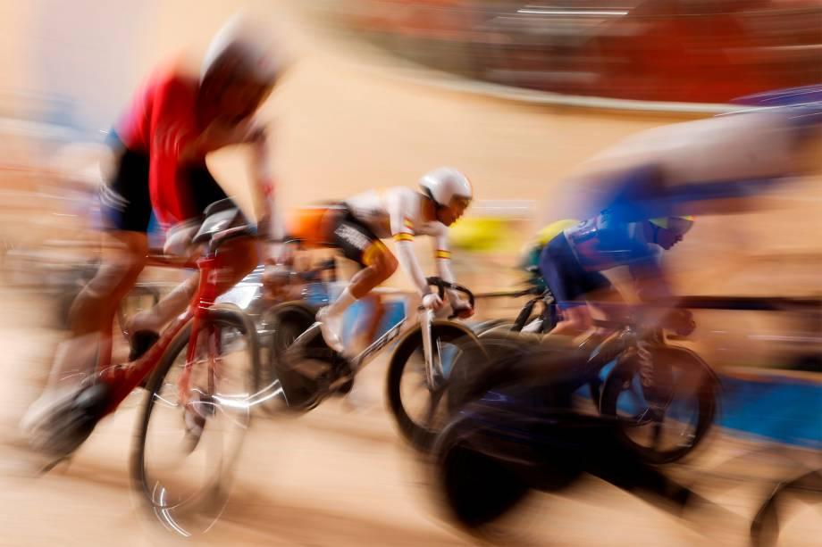 Final do ciclismo de pista no velódromo de Izu -