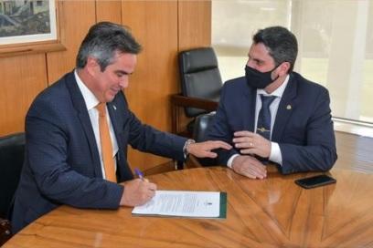 O ministro da Casa Civil, Ciro Nogueira, e o senador Marcos do Val