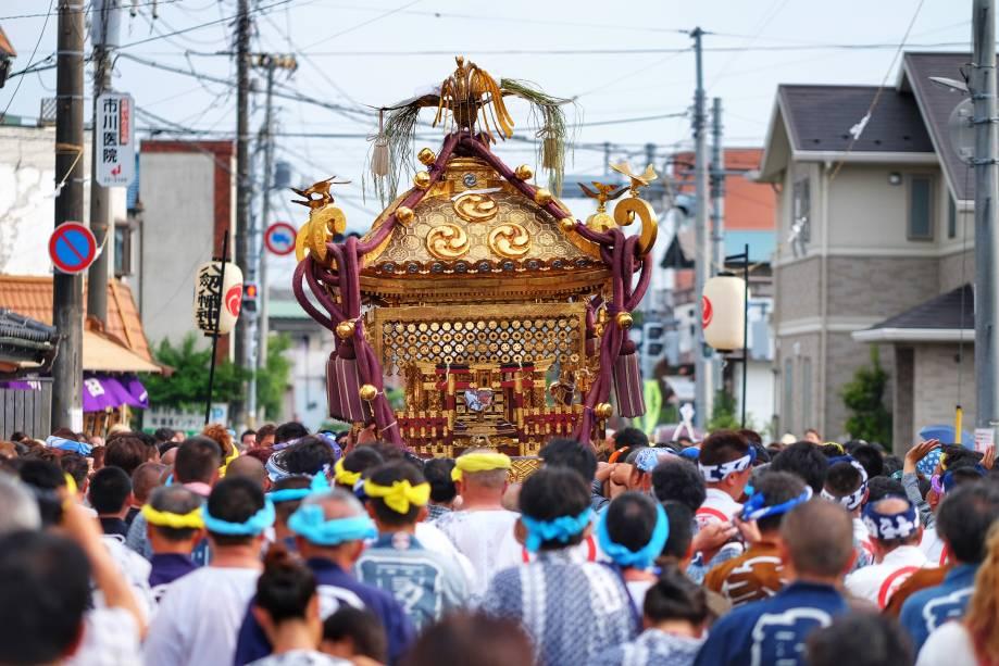 festivais de raízes religiosas que tomam as ruas em animadas celebrações