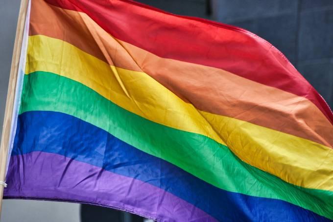 rainbow-flag-4426296_1920