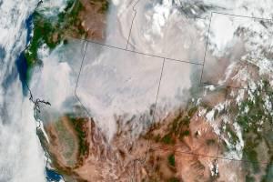 Foto de satélite da Nasa mostra estados americanos encobertos por fumaça