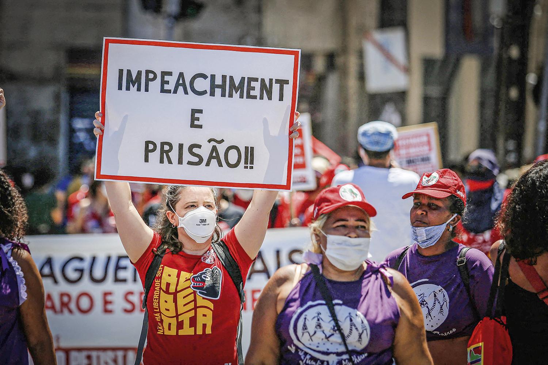TIRO NO PÉ -Manifestação pedindo impeachment: depois das falas golpistas de Bolsonaro, o assunto voltou -