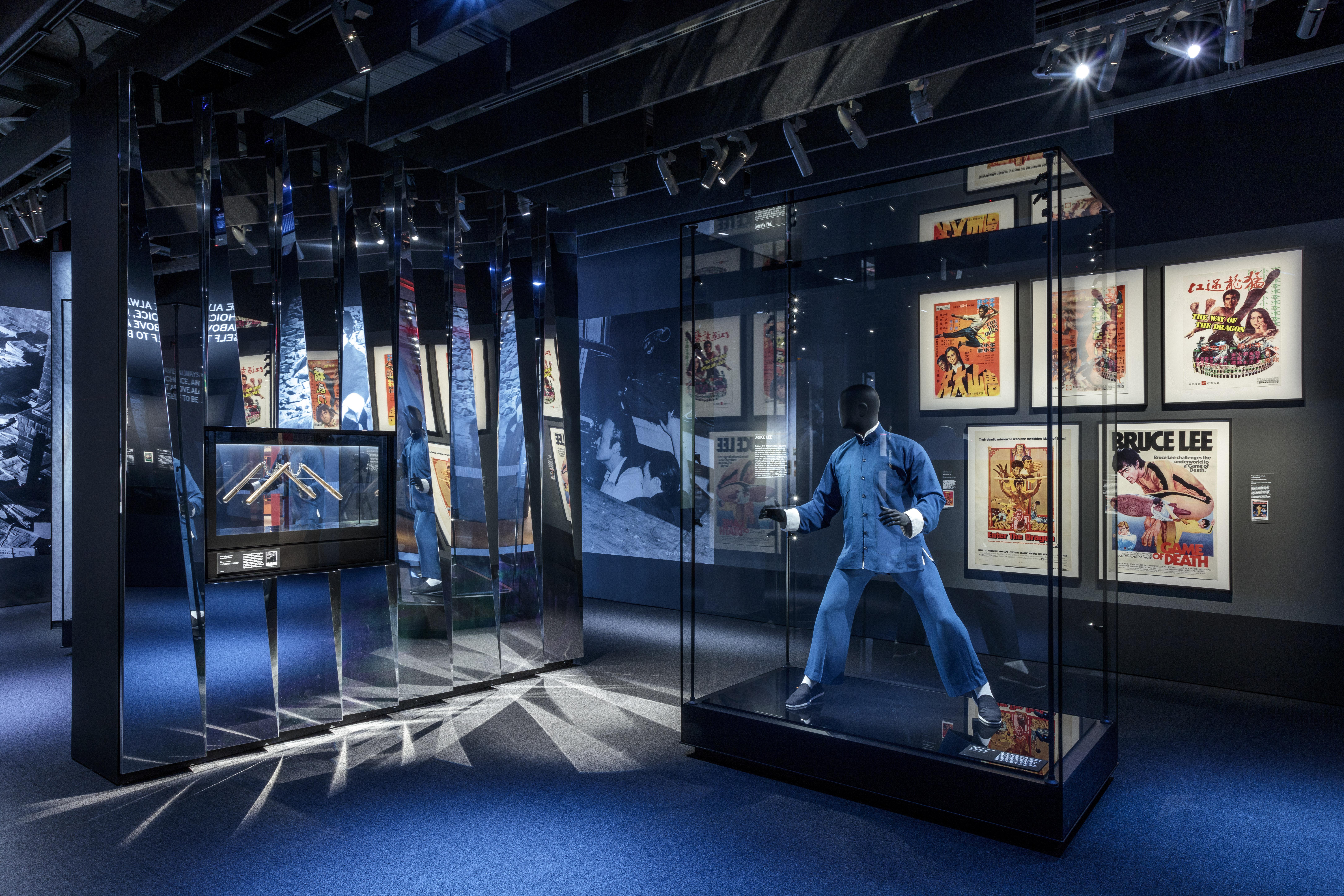 Exposição Histórias do Cinema, com ala dedicada ao ator Bruce Lee, no Academy Museum of Motion Pictures, em Los Angeles