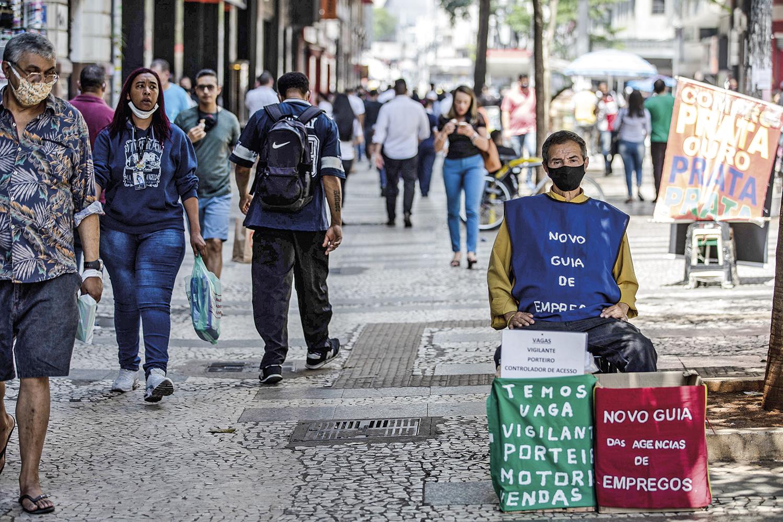 DESEMPREGO -Desocupação em alta: mais da metade da força de trabalho ainda está fora do mercado -