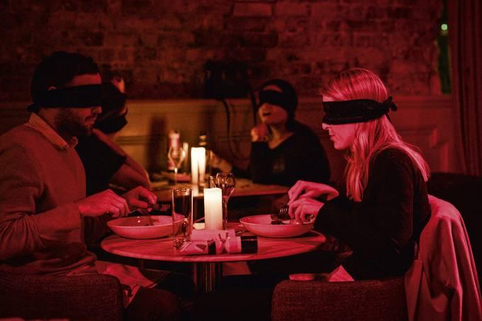 201208-FEVER-CENTURY-CLUB-BLINDFOLD-HIROBJONES-@HIROBJONES-ROB-JONES-0084.jpg