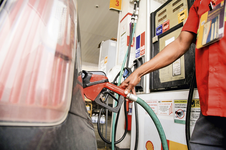 ENERGIA CARA -Posto de gasolina: o preço do combustível disparou -