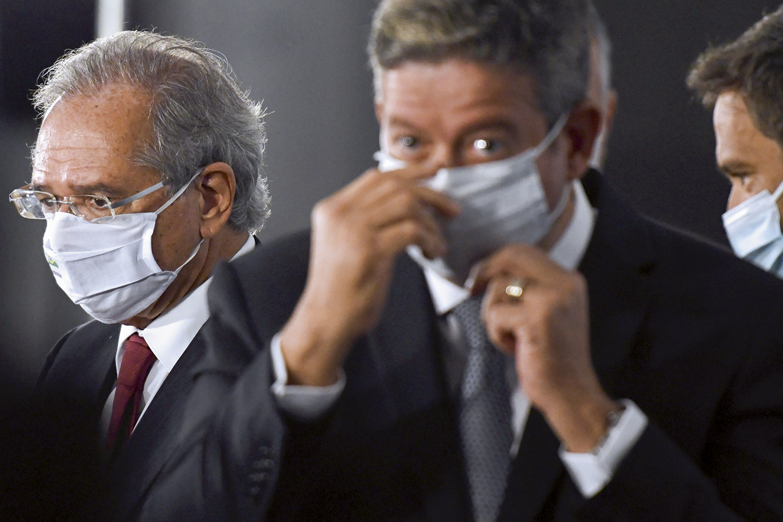 CONSELHEIROS -O ministro Guedes e o presidente da Câmara, Arthur Lira: pedidos de moderação sem efeito -
