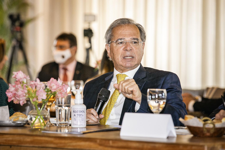 SOBRARAM PROBLEMAS -Paulo Guedes: projetos alvejados pelos discursos incendiários do presidente -