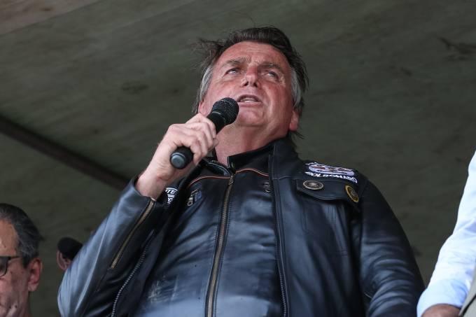 O presidente Jair Bolsonaro em motociata de Santa Cruz do Capibaribe para Caruaru (PE)