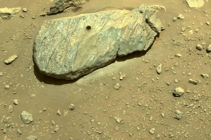 Rocha de Marte perfurada