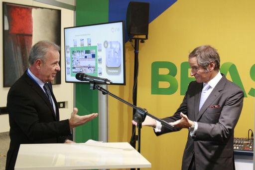 O ministro Bento Albuiquerque (Minas e Energia) inaugura estande do Brasil em feira da Agência Internacional de Energia Atômica, em Viena