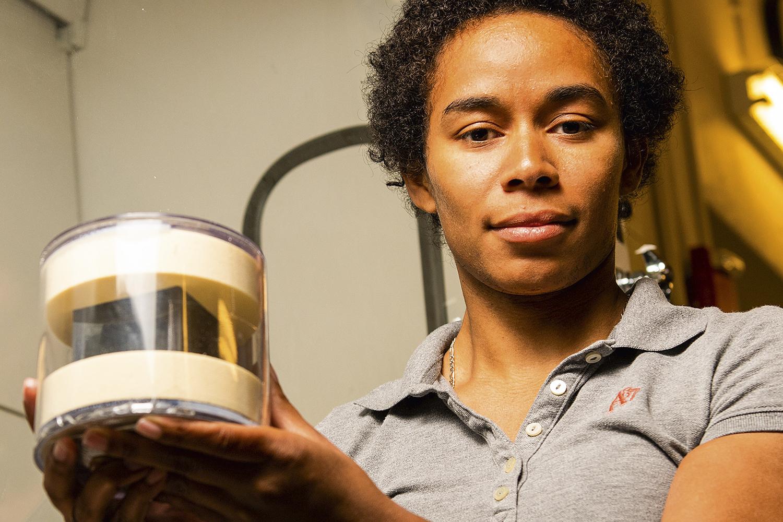 PESQUISA - A cientista Brittany Robertson e seu prêmio: a origem do urânio -