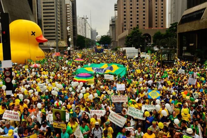 Dilma protesto 1 rovena rosa