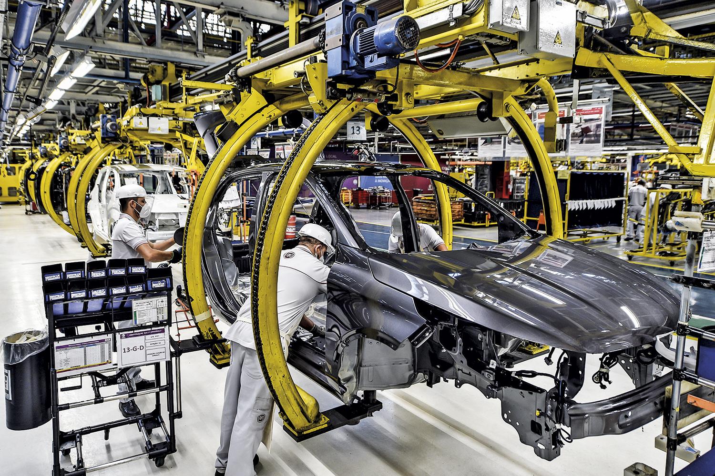 ECONOMIA -Linha de montagem de automóveis: Bolsonaro crê em melhora da perspectiva econômica nos próximos meses -