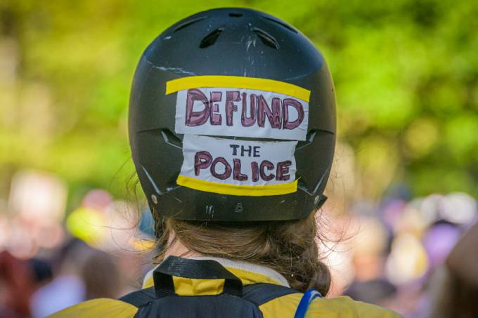 A member of Street Riders NYC carrying a Defund The Police sign on her helmet – 25/07/2020 –