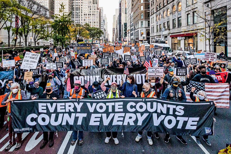 RESTRIÇÃO -Democratas em protesto após eleição nos EUA: o YouTube criou vetos a mentiras sobre resultados de eleições -