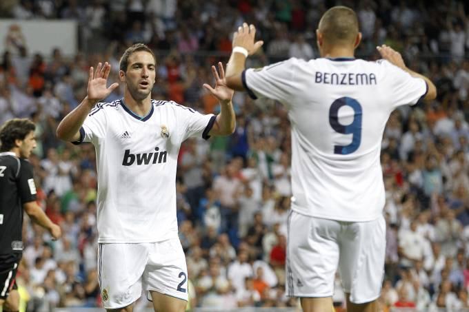 Gonzalo Higuain e Karim Benzema pelo Real Madrid em 2012
