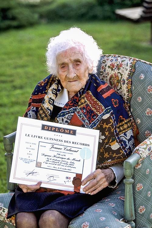 RECORDISTA -Jeanne Calment (1875-1997): francesa fumava e bebia, mas viveu até os 122 anos -