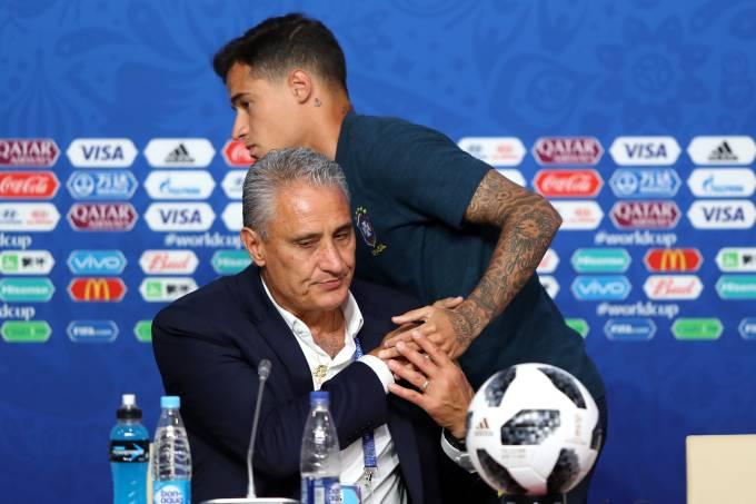 Tite e Coutinho durante a Copa de 2018