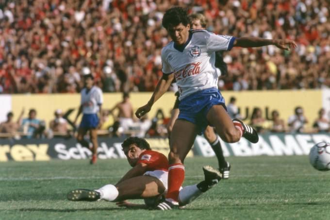 Gil Sergipano, do Bahia, e Luís Fernando, do Internacional, na finalíssima da Copa União.