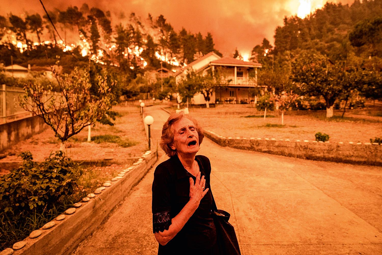 INCÊNDIOS EM SÉRIE -Grécia: o rastro de destruição produz tragédias humanas e prejuízos na casa dos trilhões -