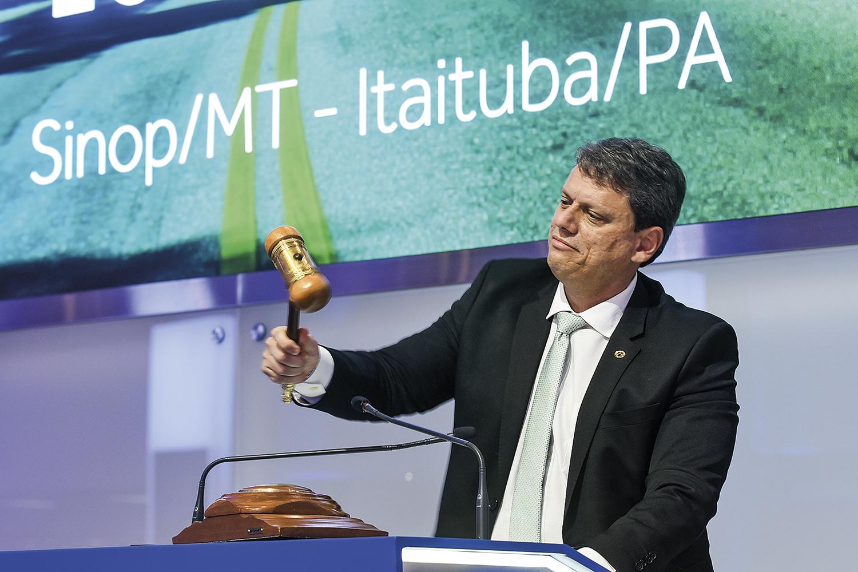 REAÇÃO- Tarcísio de Freitas: o ministro coloca novas ferrovias sob alçada federal -
