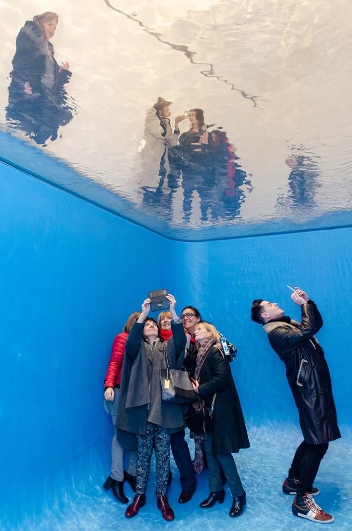 Instalação 'Swimming Pool', de Leandro Erlich -