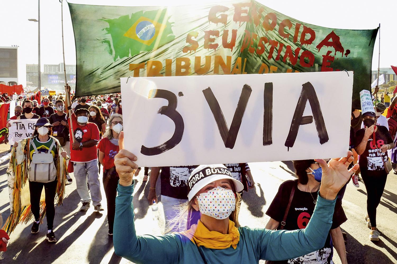 ALTERNATIVA -Brasília: manifestante anti-Bolsonaro rejeita a polarização -