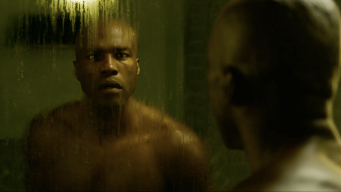 Yahya Abdul-Mateen II em cena inédita de 'Matrix Resurrections'.