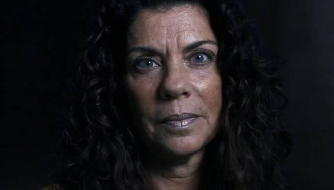 Nancy Suhr: casada com o bombeiro Danny Suhr. Ele foi o primeiro bombeiro a ser morto por um saltador quando estava entrando na Torre Sul