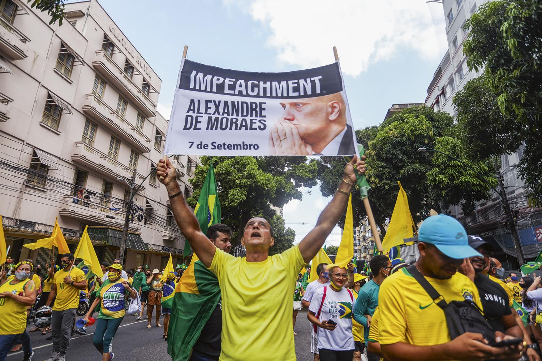 PERSEGUIDO -Cartazes do ministro Alexandre de Moraes: o alvo principal dos ataques do presidente e dos manifestantes -