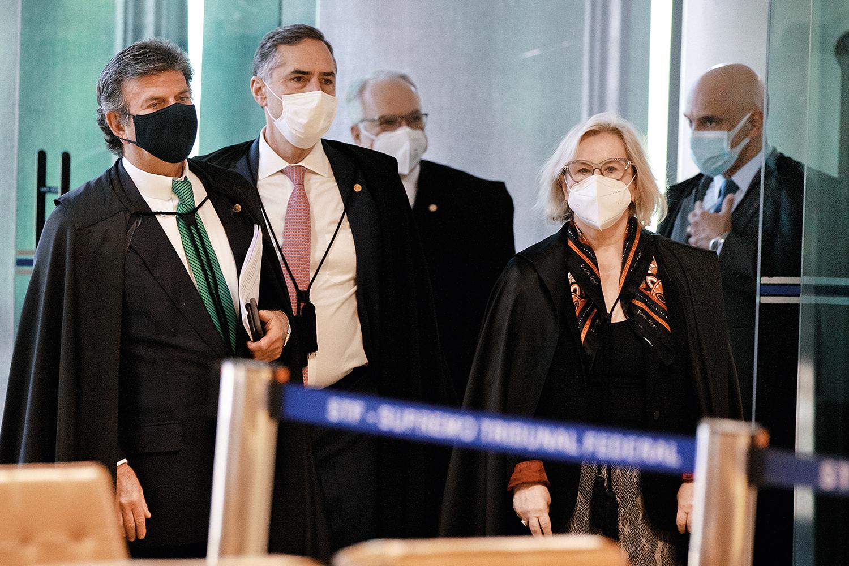 AMEAÇA -Os ministros: eles circulam em carro blindado, têm seguranças armados 24 horas e recebem relatórios de risco -