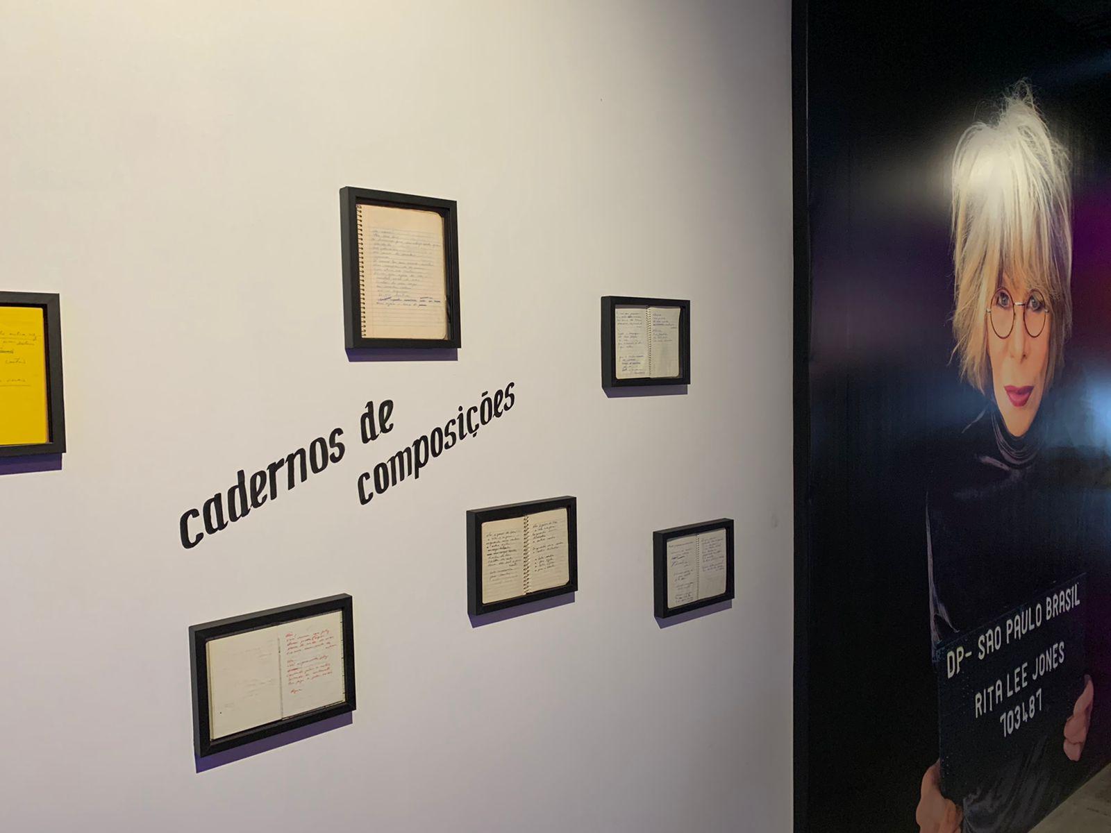 Parede em exposição de Rita Lee onde está exposto poema inédito em homenagem à Elis Regina