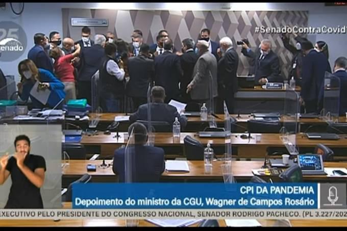 Confusão na CPI da Pandemia durante o depoimento do ministro da CGU, Wagner Rosário