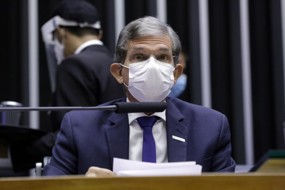 Presidente da Petrobras admite: dólar está encarecendo vida do brasileiro