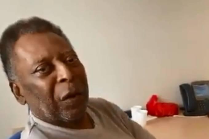 Pelé canta no hospital em São Paulo