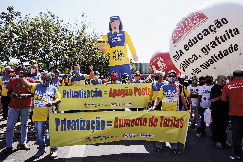 ESQUERDA, VOLVER!- Protesto contra a venda dos Correios: o PT quer estatais nas mãos do governo -