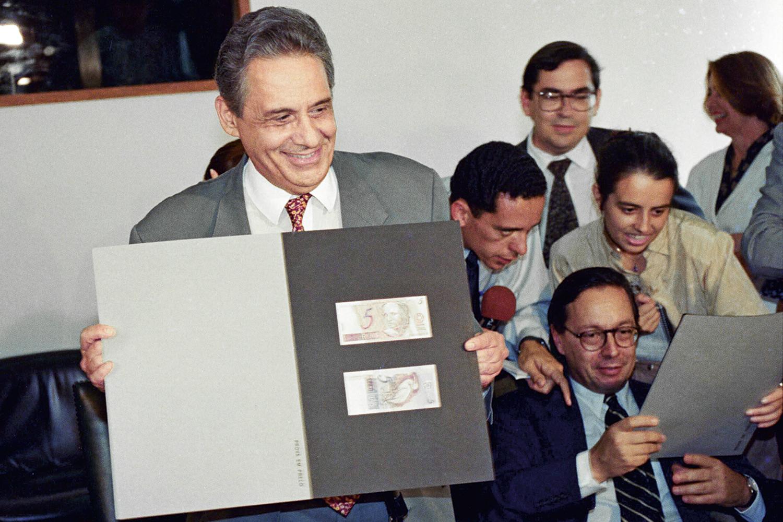 VIRADA -Fernando Henrique Cardoso e a equipe do real: inflação debelada -