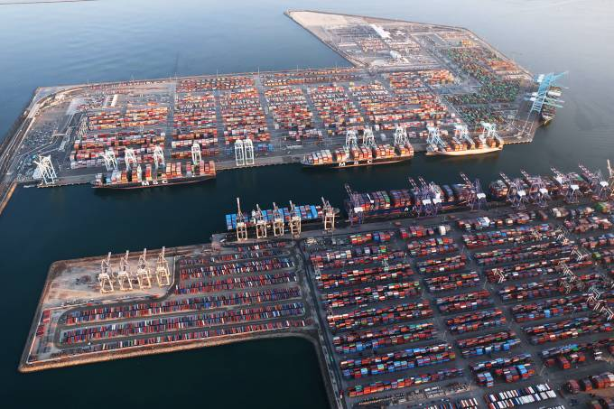Logjam Of Container Ships Clog Southern California Ports