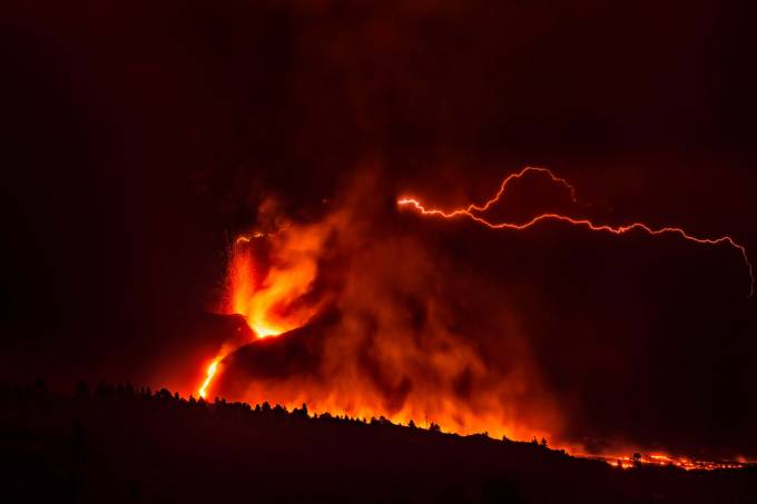 Volcanic Ray Over The Main Cone On La Palma.