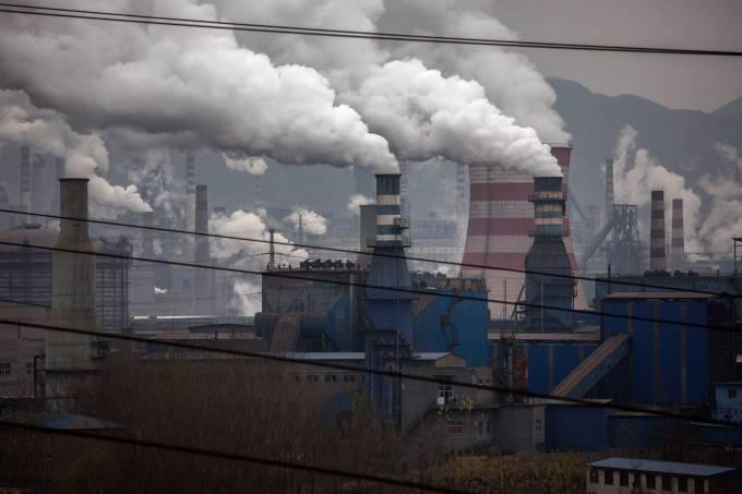 Parque industrial na China: economia ameaçada pela falta de energia