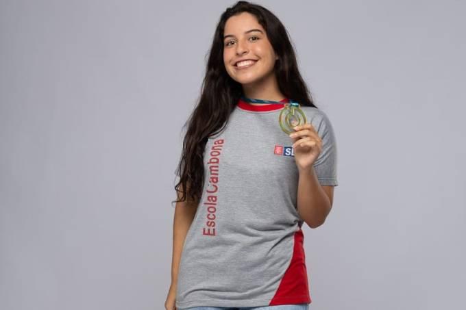 Ana Júlia Monteiro, a única brasileira entre os dez finalistas do Prêmio Global Student Prize 2021