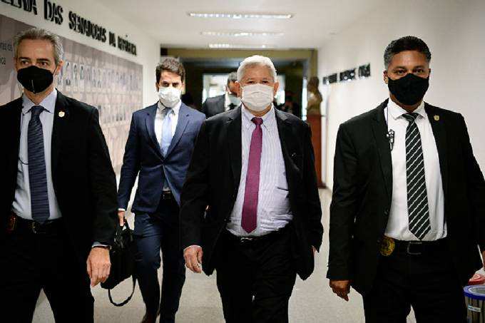 Raimundo Nonato Brasil, da VTCLog, em sua chegada ao Senado – 05/10/2021 –