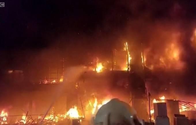 Incêndio destroi edifício de uso residencial e comercial em Taiwan