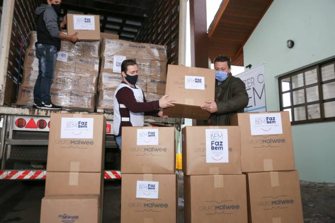 """Entrega de doações do programa """"Fazer o bem faz bem"""", da JBS"""